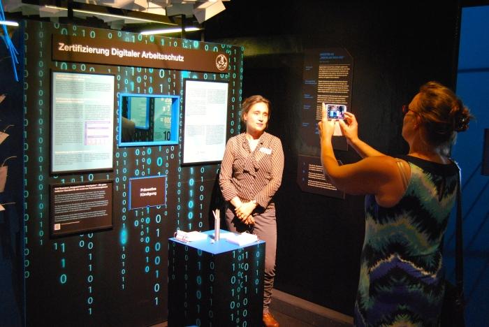 Slow Media-Ausstellung auf der MS-Wissenschaft